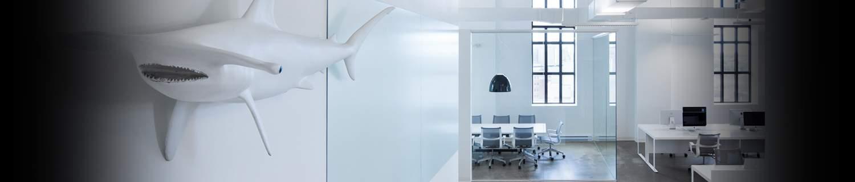 Design des bureaux de BLUE Communications par J.G CHABAUTY & A.S GONEAU