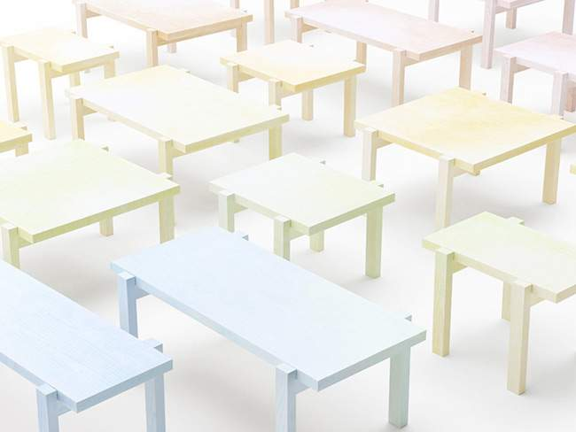 Installation COLORED PENCIL TABLE par NENDO à la Biennale du Design 2013