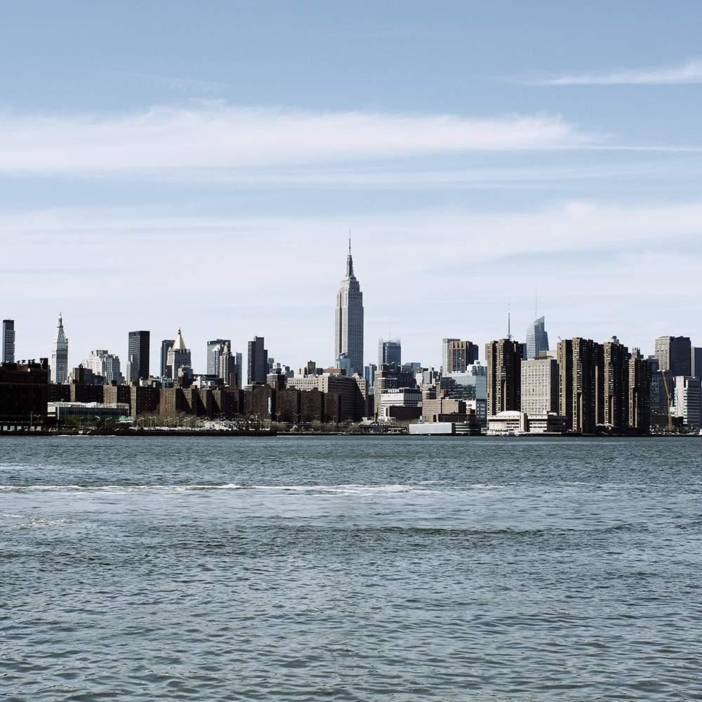 NEW YORK – Terre en vue…
