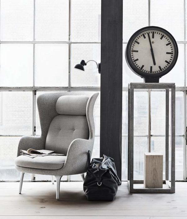 Lounger chair by jaime hayon vs lounge chair by eames jo yana - Fauteuil barcelona copie ...