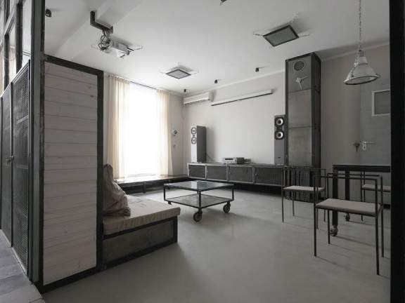 appartement style industriel www par peter kostelov jo yana. Black Bedroom Furniture Sets. Home Design Ideas