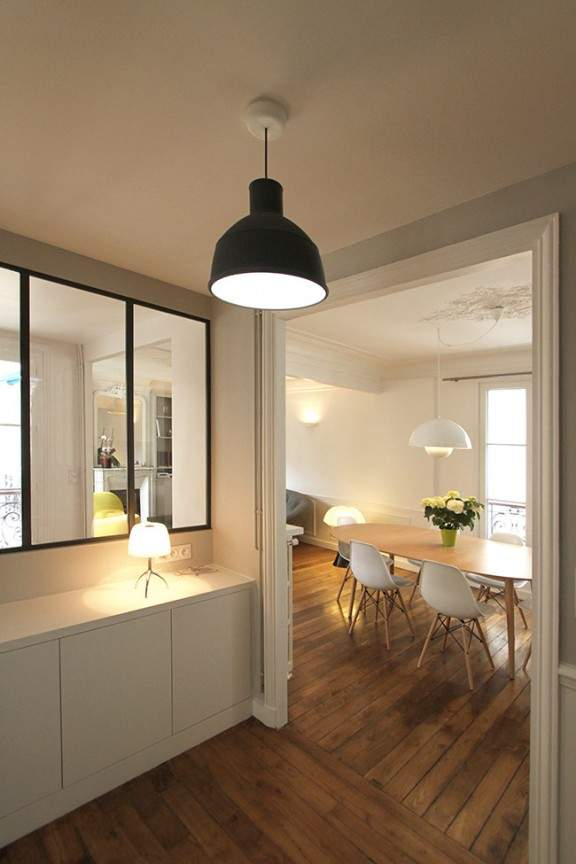 Un appartement haussmannien de 85m2 par camille hermand - Idee deco entree appartement ...