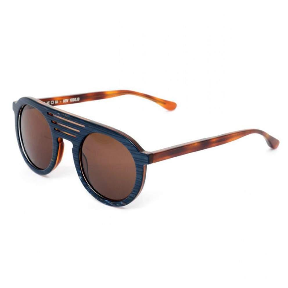 Beau avec des lunettes de soleil thierry lasry melinda gloss