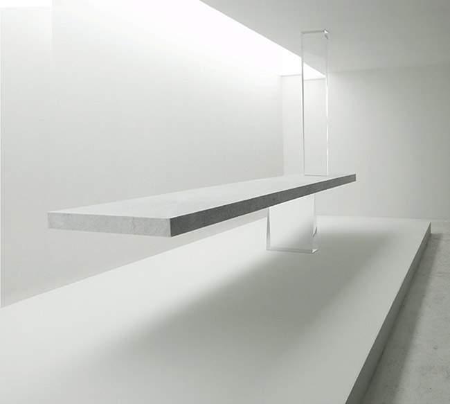 Table flottante AGRAVIC par Tokujin YOSHIOKA