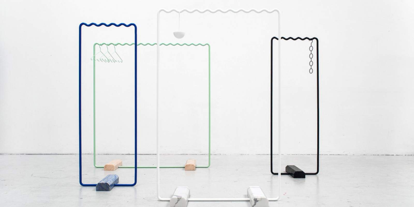 sine collection portant v tement design olovsson cho deco design. Black Bedroom Furniture Sets. Home Design Ideas